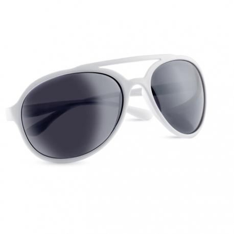 Pilot style sun glasses