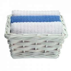 Set of 3 towels in basket